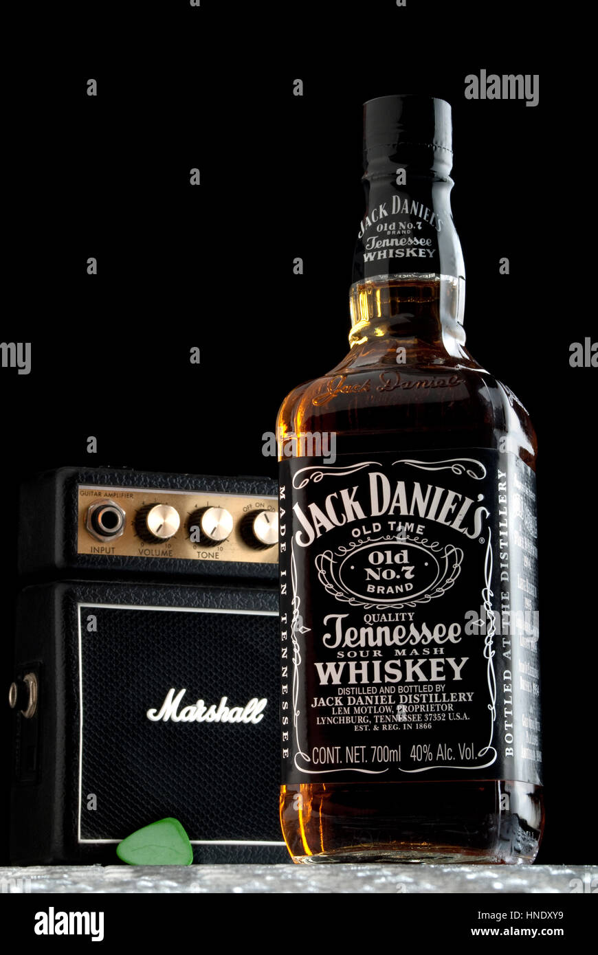 jack daniels bottle stock photos jack daniels bottle stock images alamy. Black Bedroom Furniture Sets. Home Design Ideas
