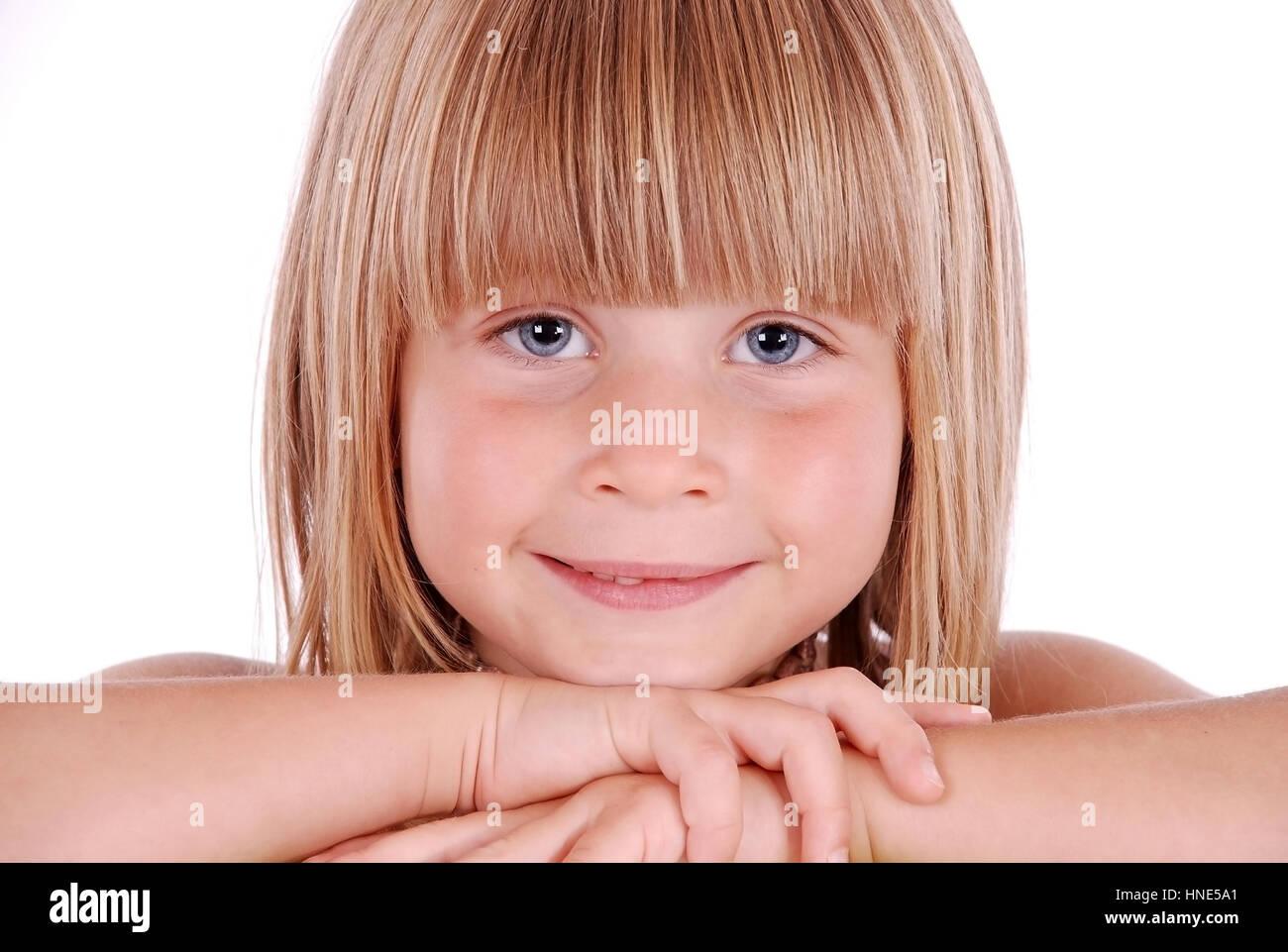 model release blondes maedchen 5 jahre im portrait blond girl 5 stock photo 133691881 alamy. Black Bedroom Furniture Sets. Home Design Ideas