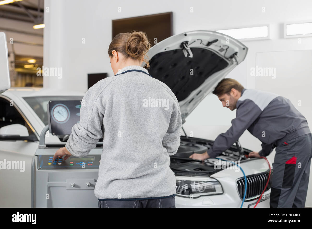 Automobile mechanics working in automobile repair shop - Stock Image