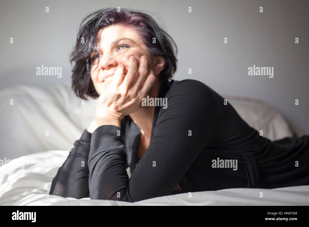 Unfocused shot of a smiling woman - Stock Image
