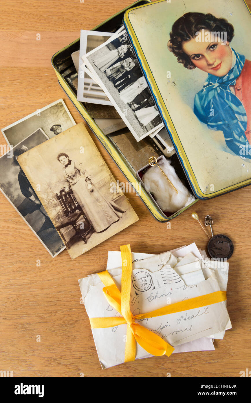 Old photographs and letters.Memories in an old tin. - Stock Image