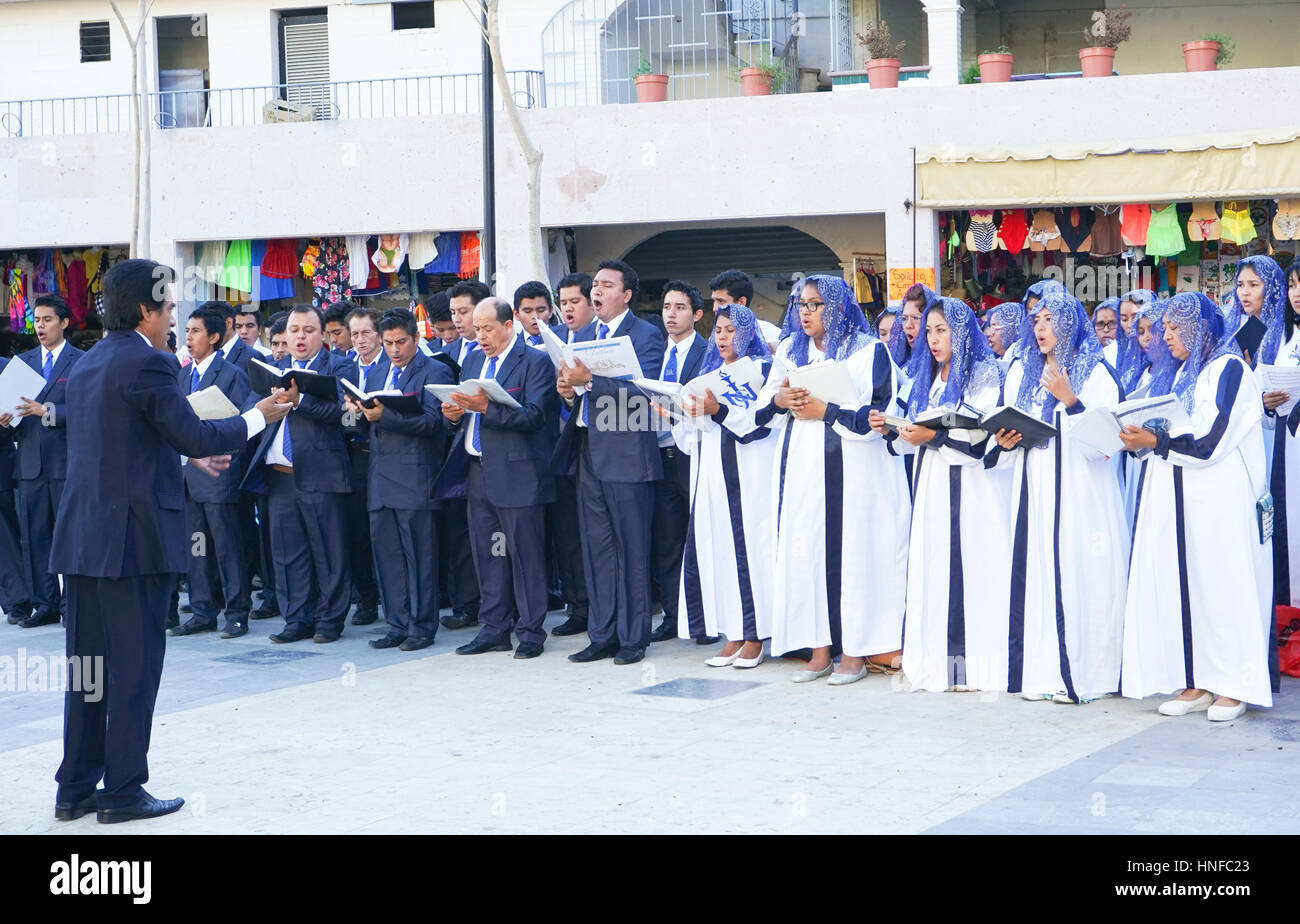 La Luz del Mundo church choir singing in the Zocalo in Acapulco, Mexico. - Stock Image