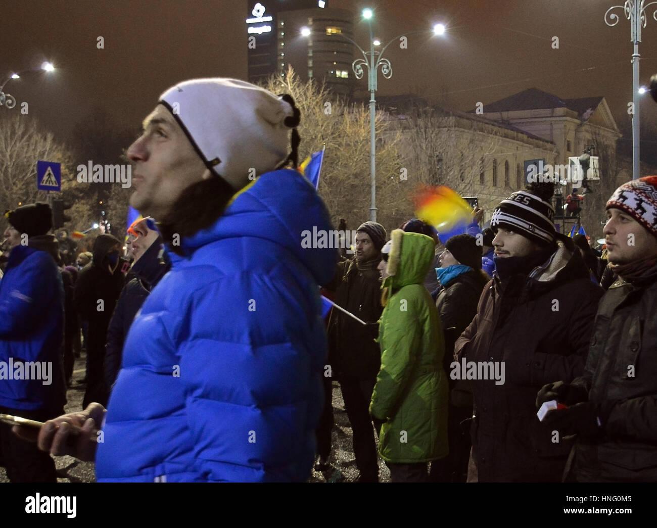 Bucharest, Romania. 12th February 2017. In temperatures of -7C, 70,000 protesters in Piata Victoriei (Victory Square) - Stock Image