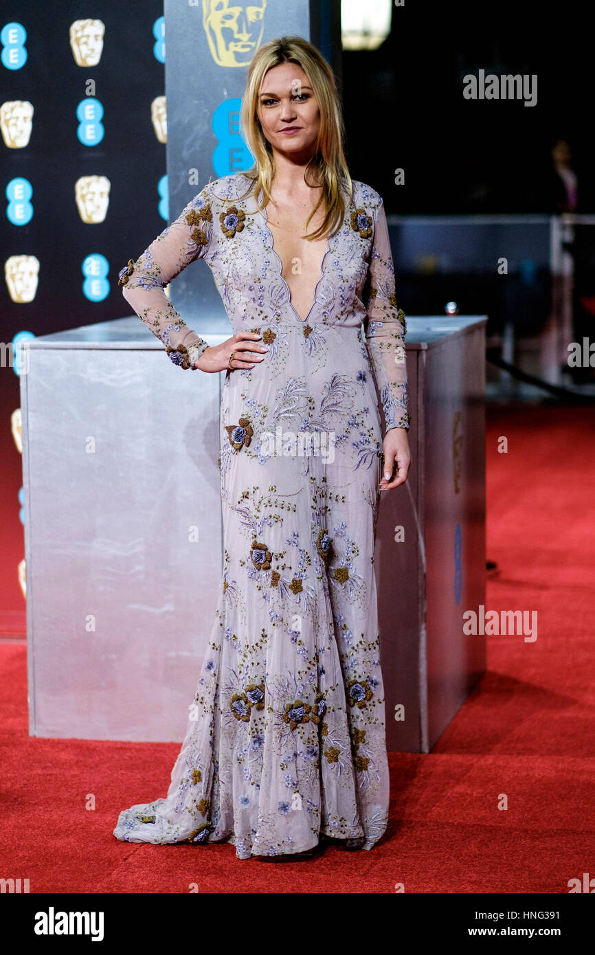 London, UK. 12th February 2017. Julia Stiles arrives at the EE British Academy Film Awards on  12/02/2017 at Royal - Stock Image