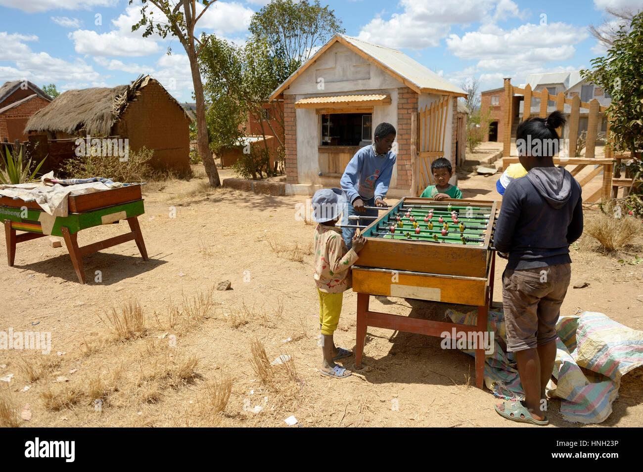 Children playing table football, Avarabohitra Fenomanano village, Tsiroanomandidy district, Bongolava region, Madagascar - Stock Image