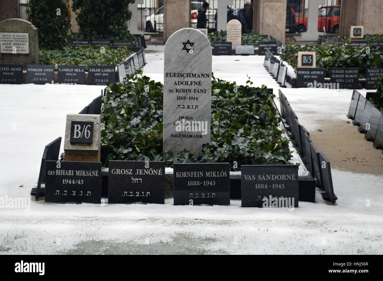 Budapest Grand Synagogue, Budapest, Hungary - mass graves from the Holocaust - Stock Image