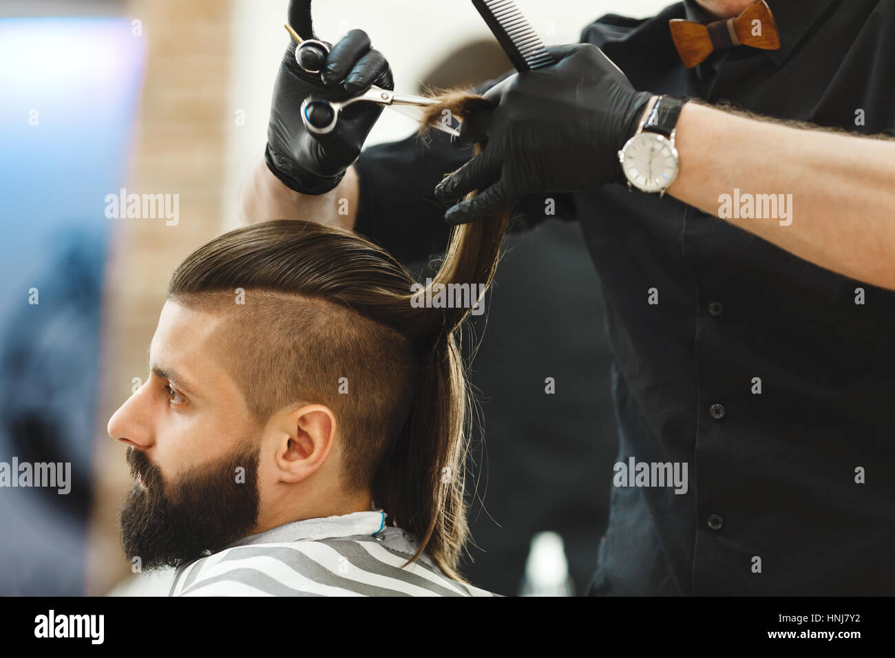 Barber doing haircuts for client - Stock Image