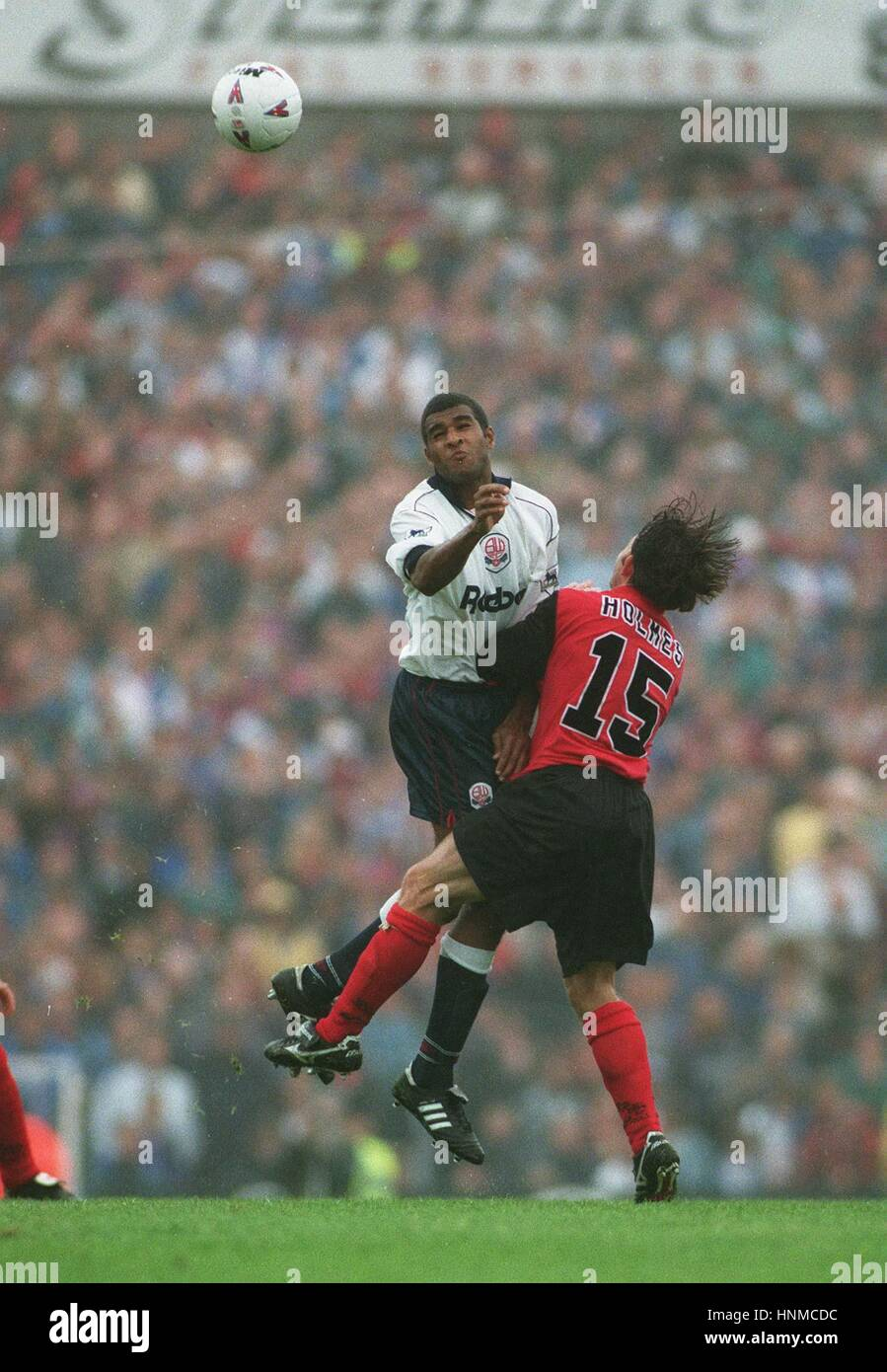 GOALSCORERS DE FREITAS AND HOL MES CHALLENGE FOR THE BALL 26 August 1995 - Stock Image