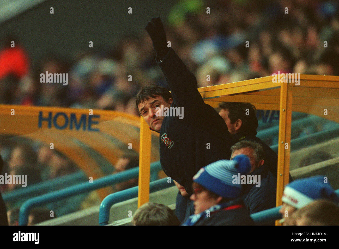 LOU MACARI ISSUES INSTUCTIONS HUDDERSFIELD TOWN V STOKE CITY 30 December 1995 - Stock Image