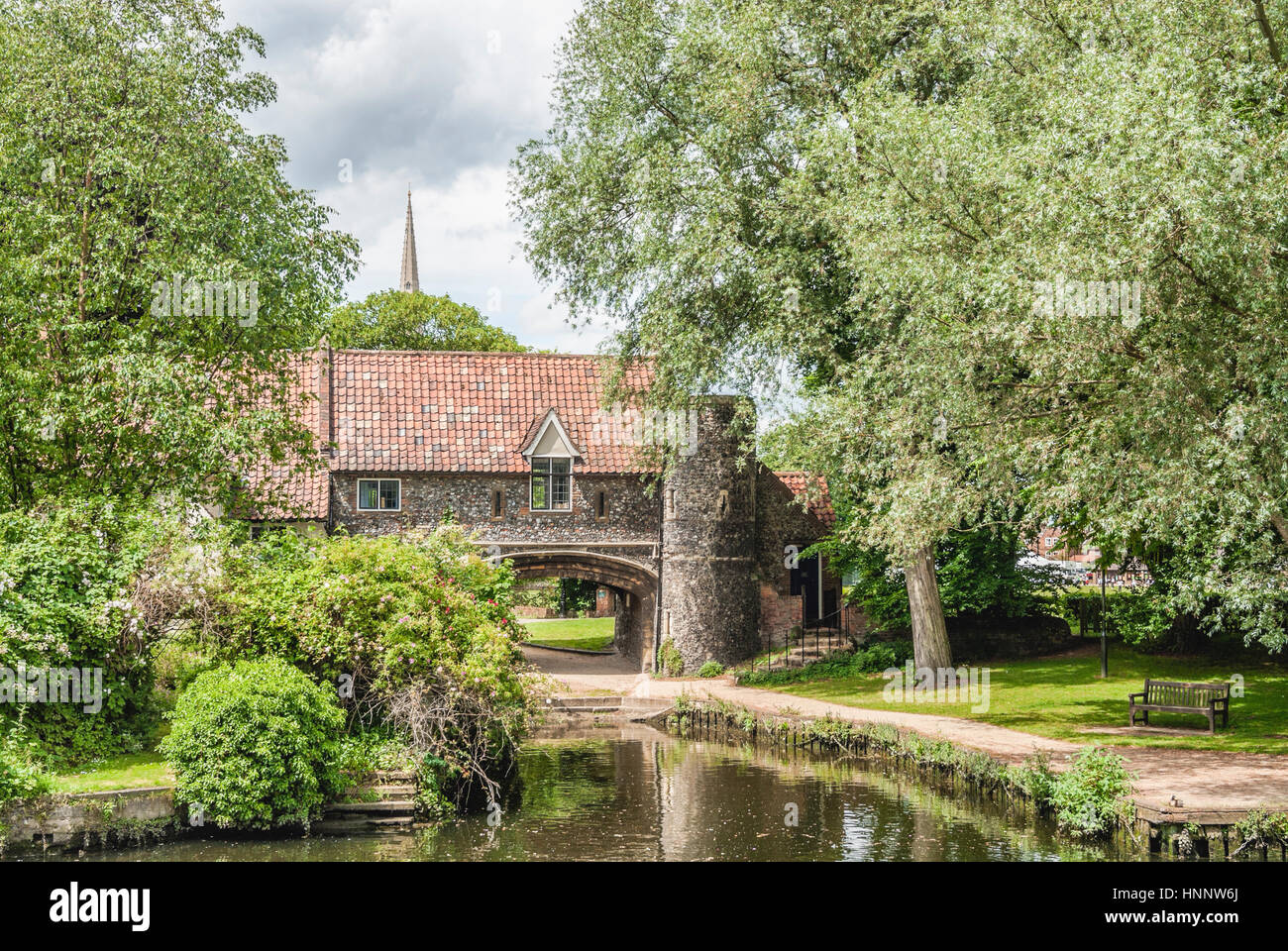 The Norwich Pulls Ferry Watergate, Norfolk, England. Pulls Ferry is located on the River Wensum and is one of the - Stock Image