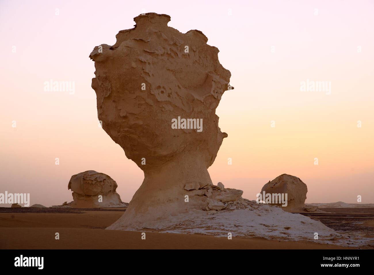 Sunrise and Sandstorn in egyptian White Desert next to oasis Baharia - Stock Image