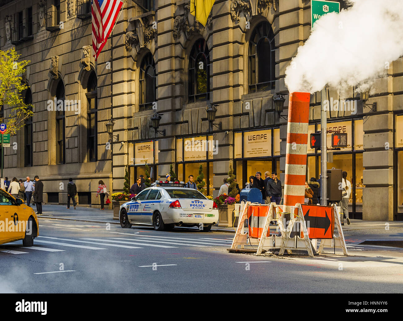 New York, USA, november 2016: Manhattan street scene with steam coming from manhole cover - Stock Image