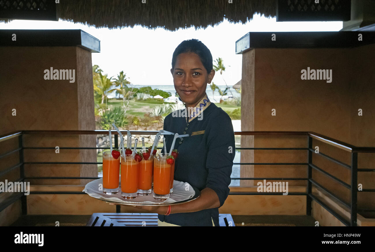 MUS, Mauritius : Empfang, Oberoi Luxushotel, Service, Cocktails. | MUS, Mauritius: The Oberoi, employees, cocktails. - Stock Image