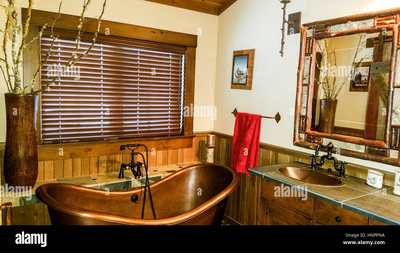 Rustic Bathroom With Copper Tub In River Ranch Trapper Cabin, A Trapper Themed  Cabin For Rent At River Ranch In McCall, ID.