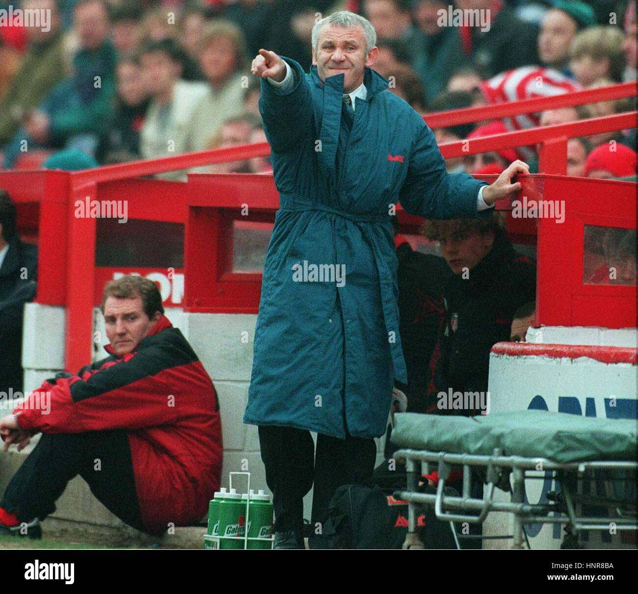 REID ISSUES INSTRUCTIONS BARNSLEY V SUNDERLAND 06 April 1996 - Stock Image