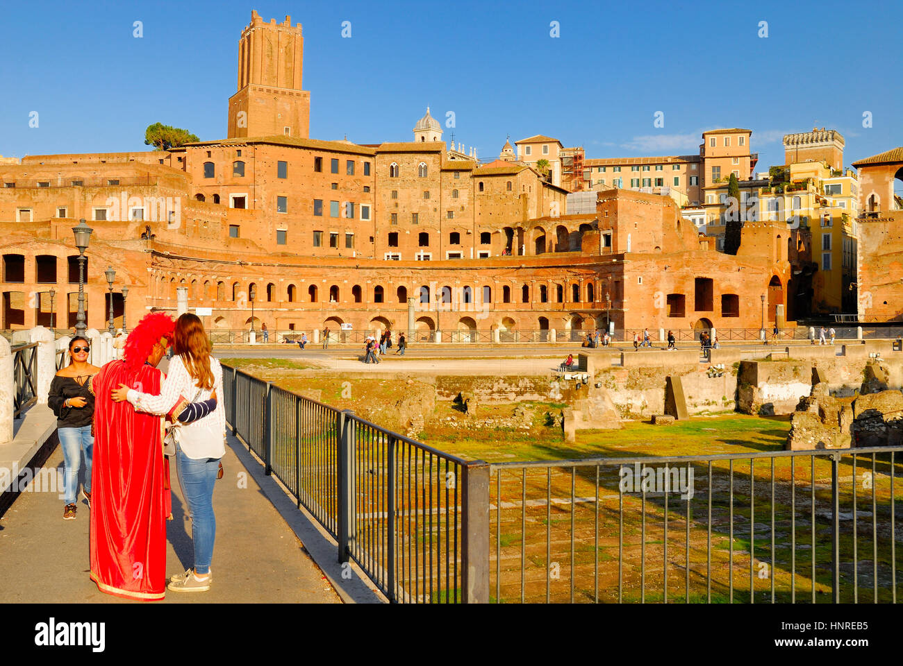 A MAN DISGUISED BY ROMAN CENTURION PERFORMS ON PAYMENT FOR TOURISTS, ROMAN FORUM, ROME, ITALY. - Stock Image