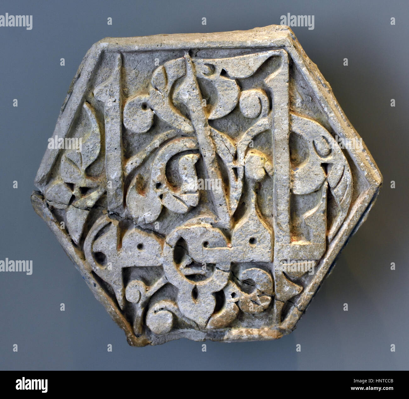 Hexagonal tile with an Arabic inscription in the Kufi Duktus 1500 Iran, Iranians, (Kufic is the oldest calligraphic - Stock Image