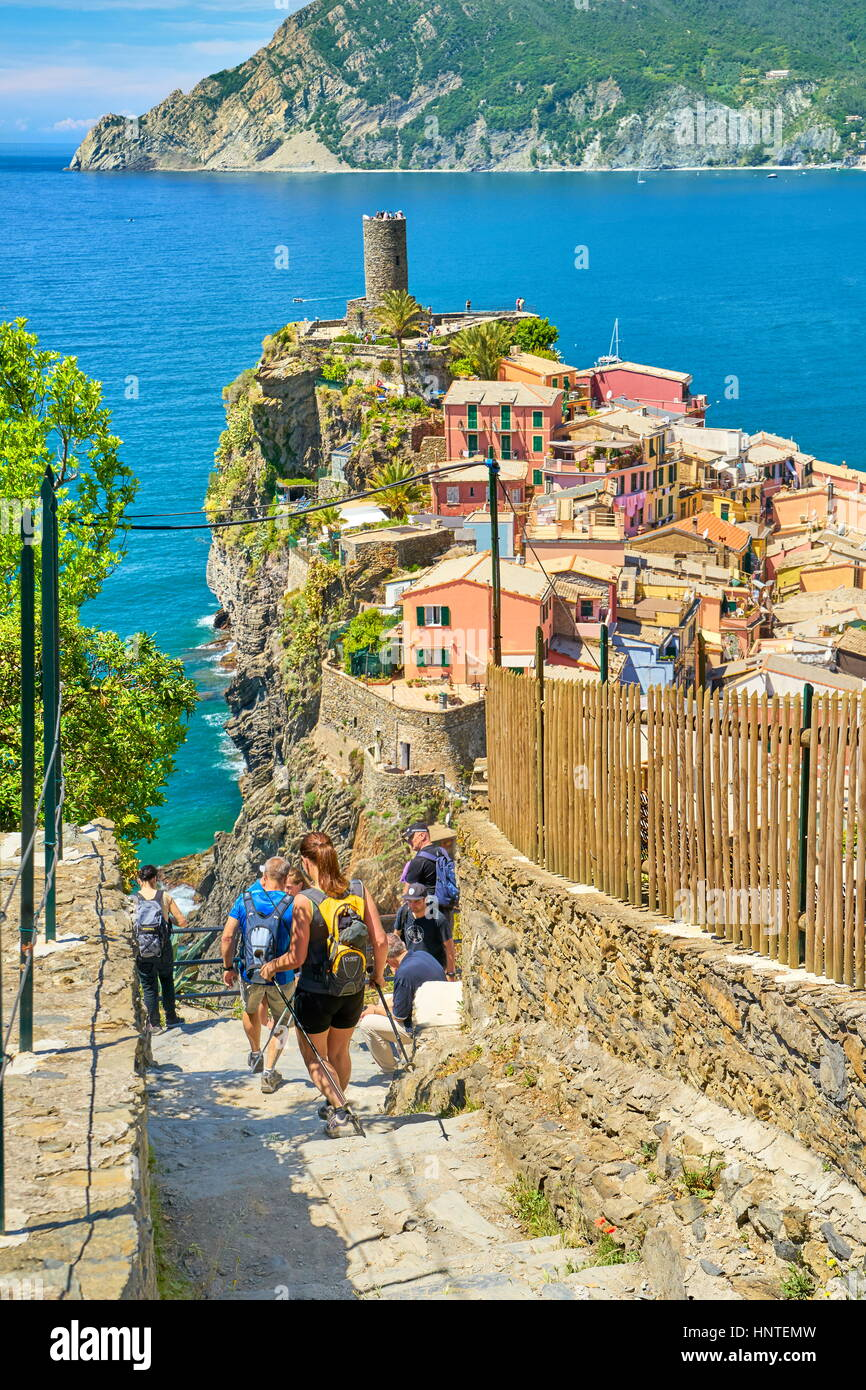 Tourists hiking trail to Vernazza, Cinque Terre, Liguria, Italy - Stock Image
