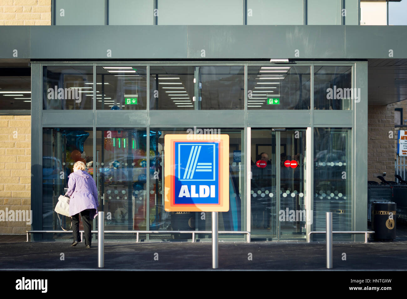 Aldi Supermarket store. Exterior shot of store front with Aldi sign - Stock Image