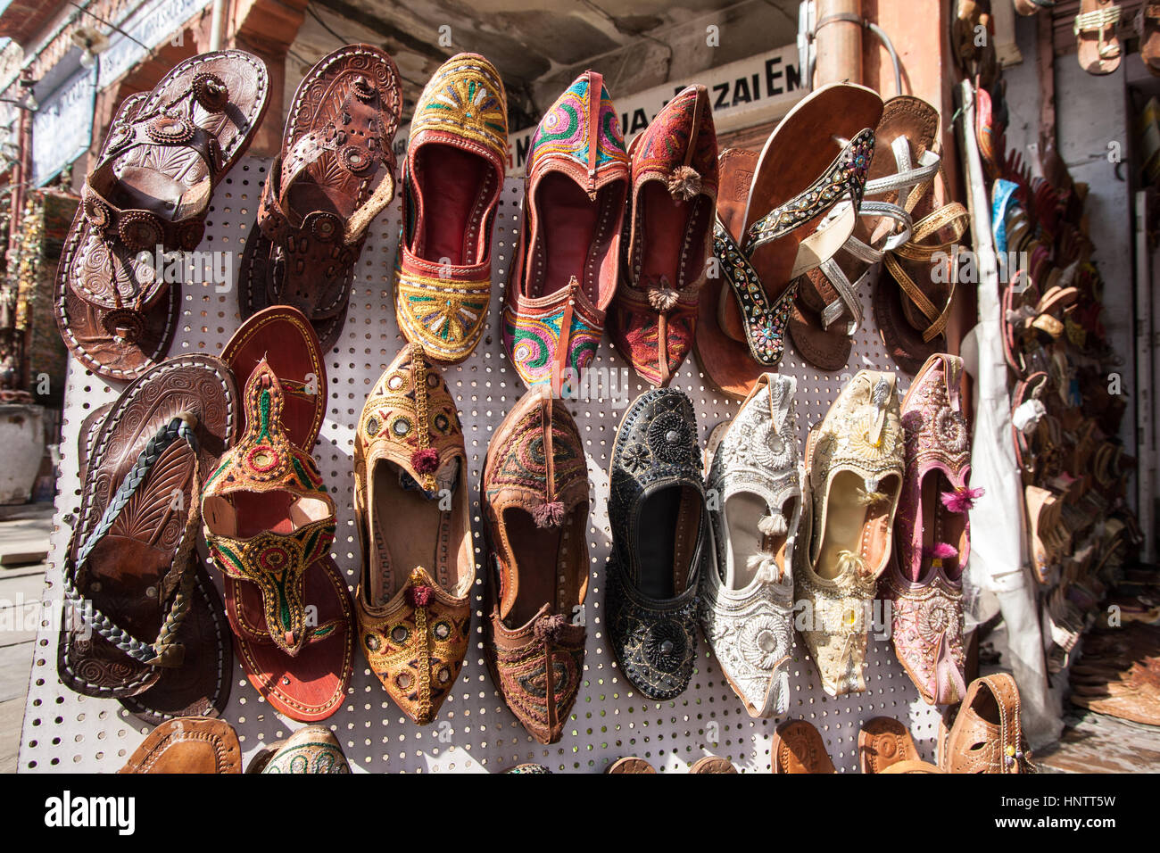 8868004f6eb3 Indian Shoe Stall Stock Photos   Indian Shoe Stall Stock Images - Alamy