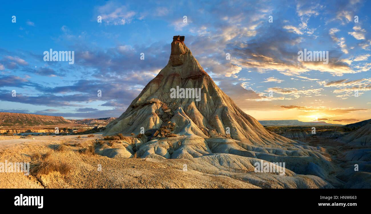 Castildeterra rock formation in the Bardena Blanca area of the Bardenas Riales Natural Park, Navarre, Spain Stock Photo