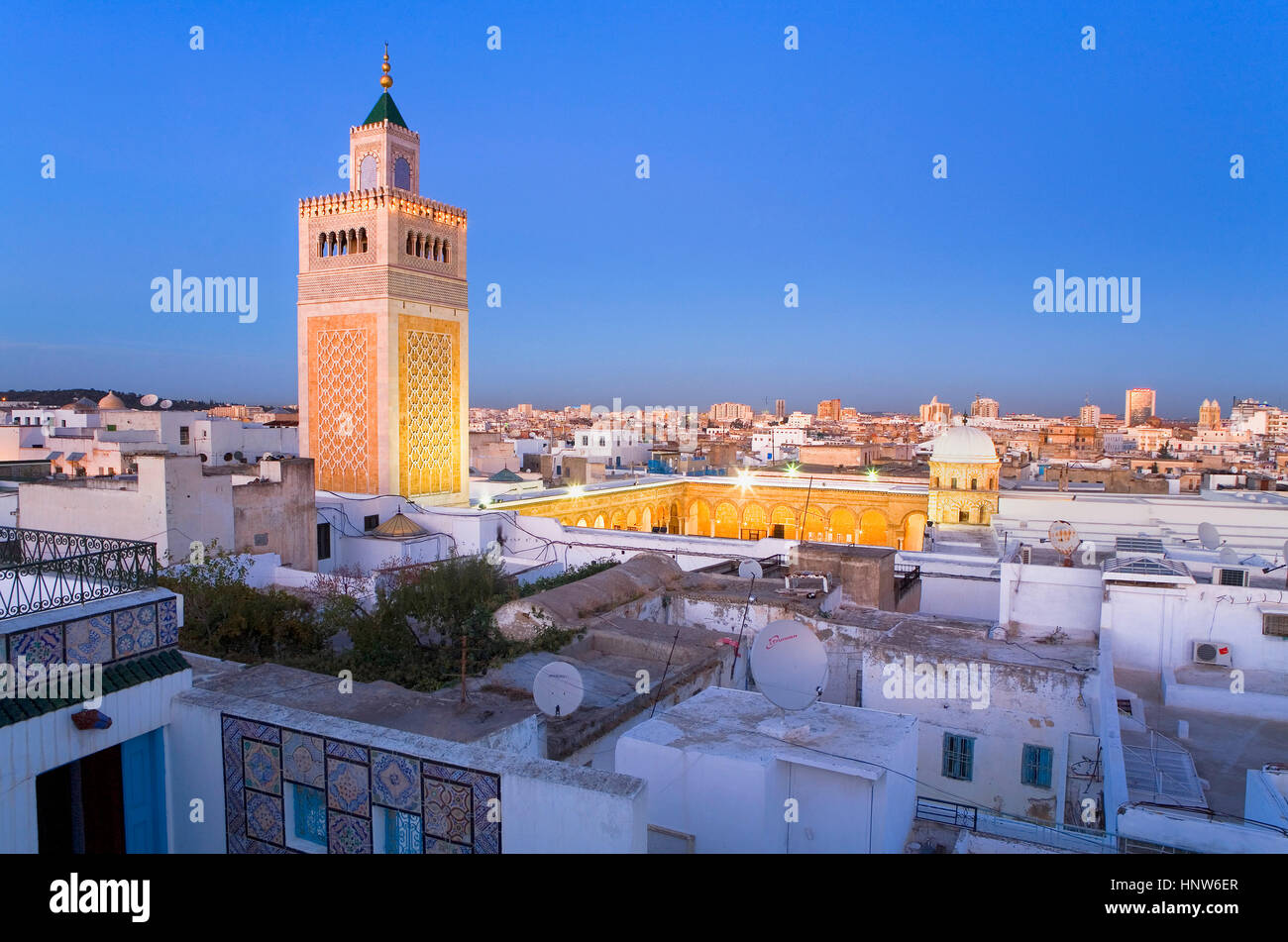 Tunisia: City of Tunis. Overview of tunis with Ez- Zitouna Mosque (Great Mosque) - Stock Image