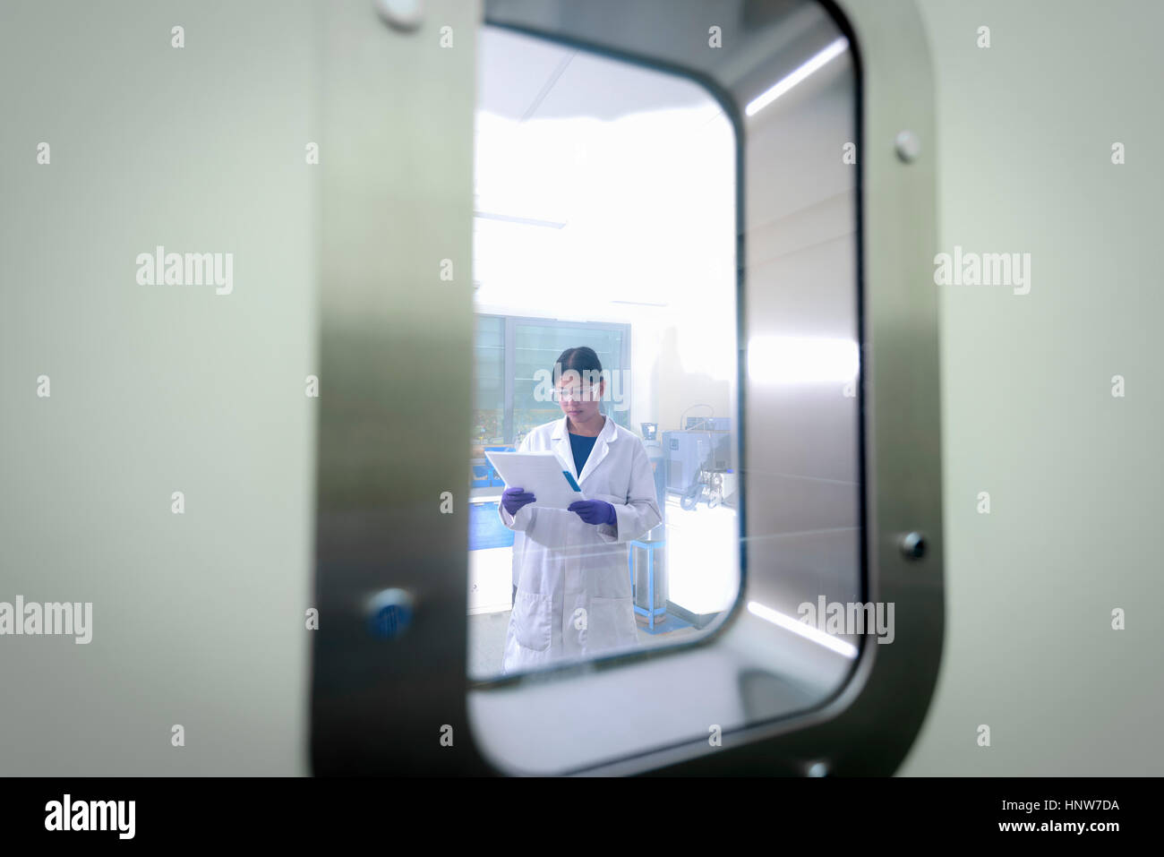 Scientist working in crystal engineering research laboratory - Stock Image