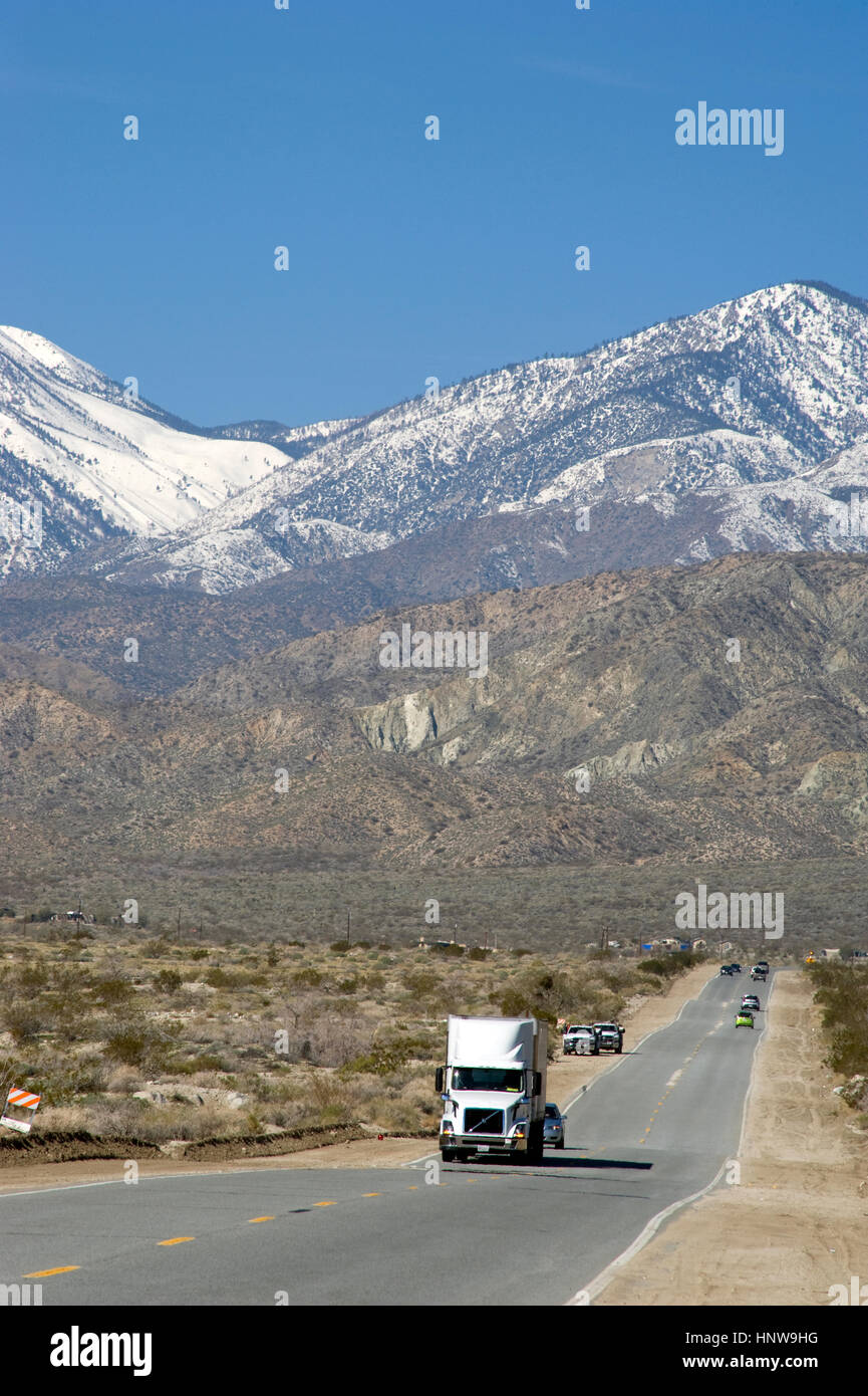 Truck on road in the Palm Desert with mountains with snow near Palm Springs - Stock Image