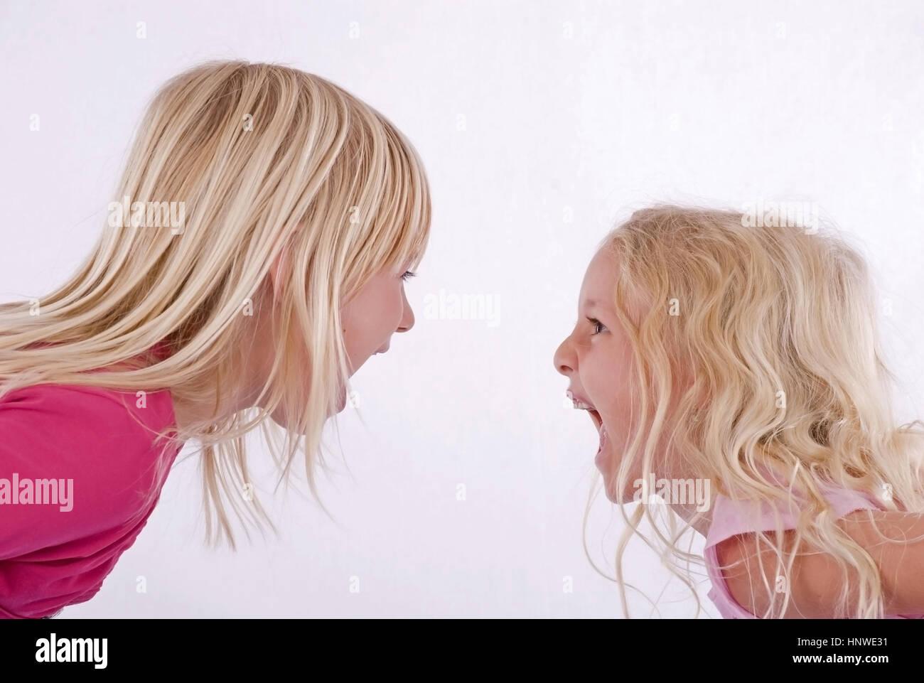 zwei blonde madchen