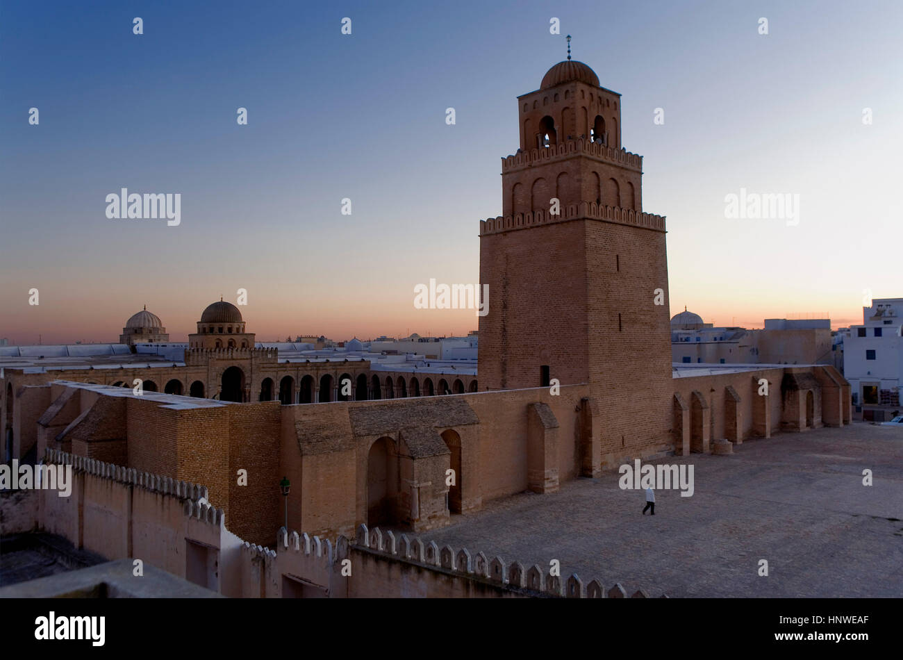 Tunez: Kairouan.The Great Mosque. Mosquee founded by Sidi Uqba in the VIth century is the most ancient place of - Stock Image