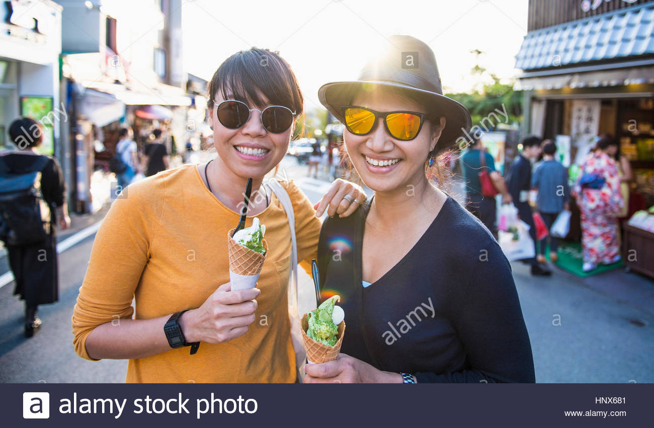 Friends eating green tea ice cream in Kyoto, Japan - Stock Image