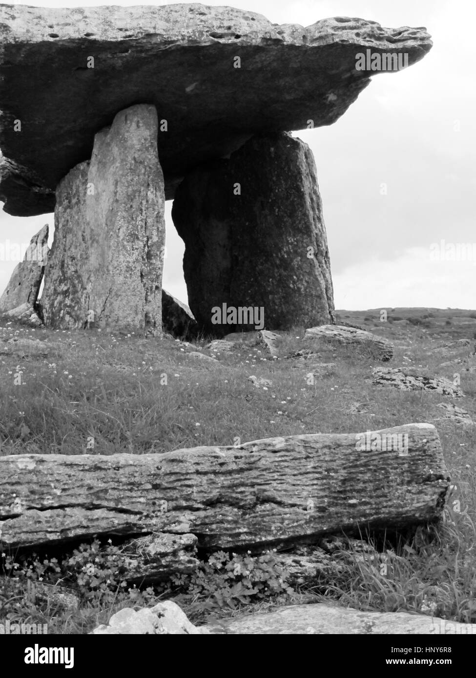 Poulnabrone dolmen - Clare - Ireland. An ancient burial site in the West of Ireland - Stock Image