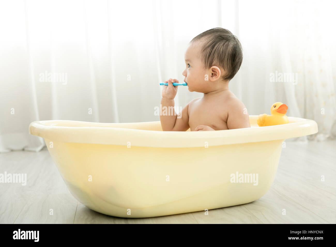 Baby boy in a tub Stock Photo: 133983078 - Alamy