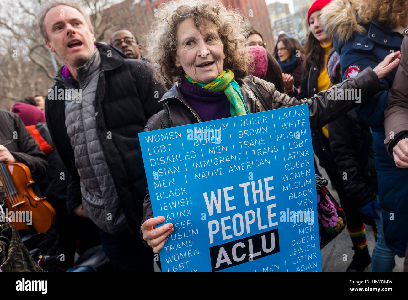 New York, USA 5 February 2017 - THIS IS WHAT DEMOCRACY SOUNDS LIKE Several hundred people gathered beneath the arch - Stock Image