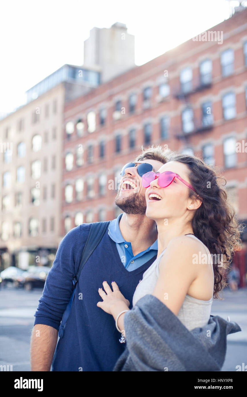 Couple sightseeing in city - Stock Image