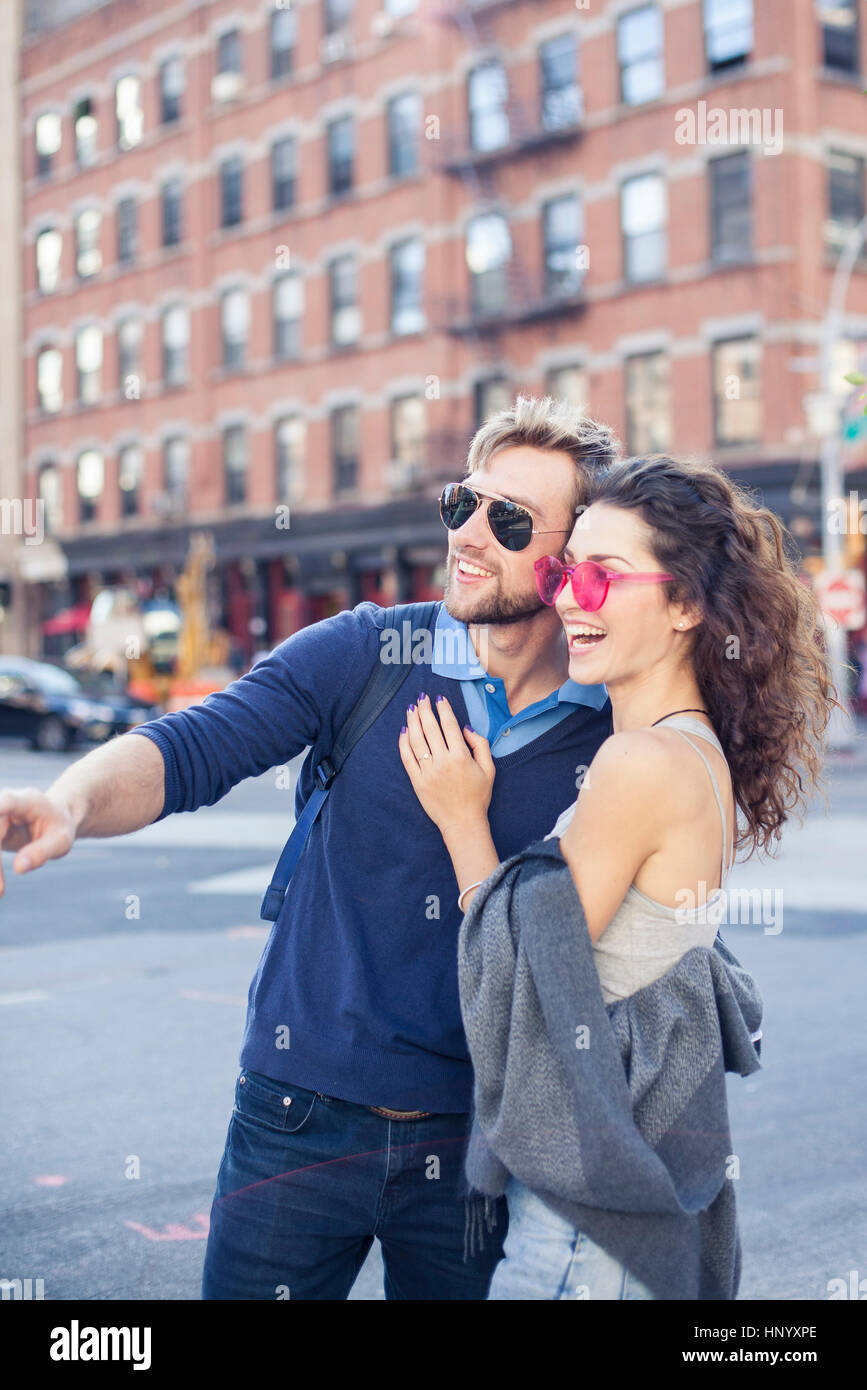 Couple exploring city together - Stock Image