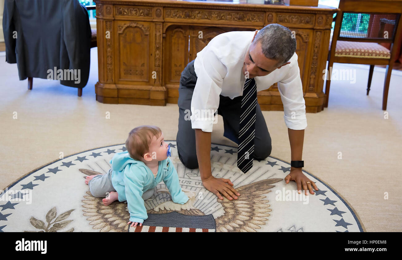 PRESIDENT BARACK OBAMA  in the Oval Office with Communications Director Jen Psaki's daughter Vivi 14 April 2016. - Stock Image