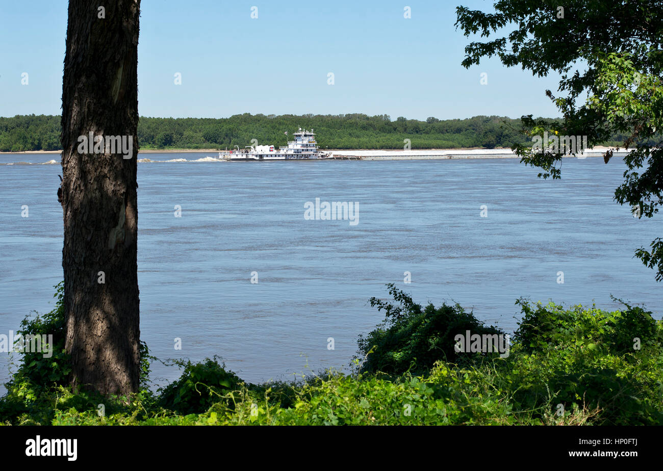 Passing Towboat seen from the Mississippi river greenbelt, Memphis, TN, USA - Stock Image