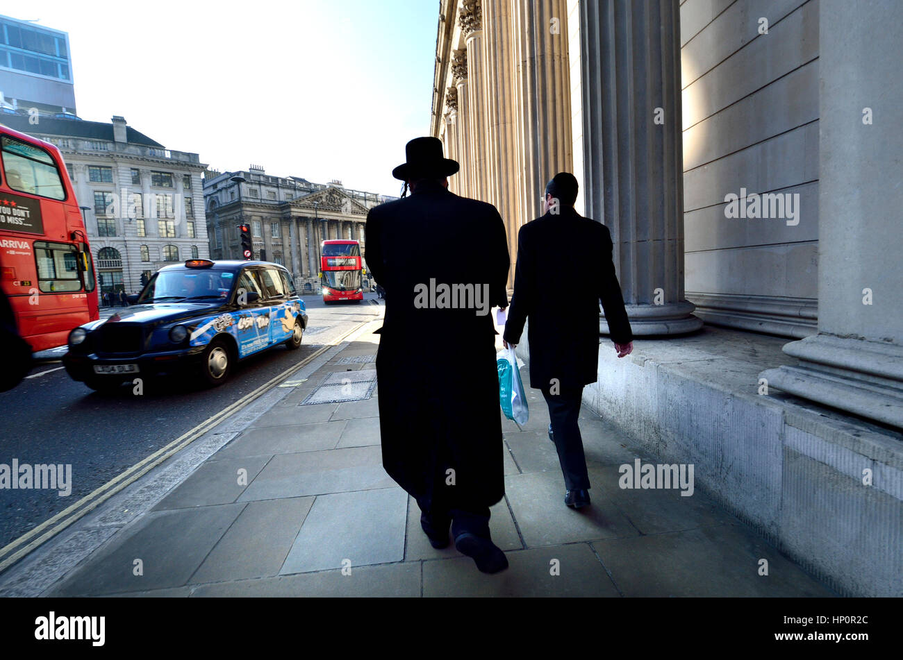 London, England, UK. Two Jewish men walking past the Bank of England - Stock Image