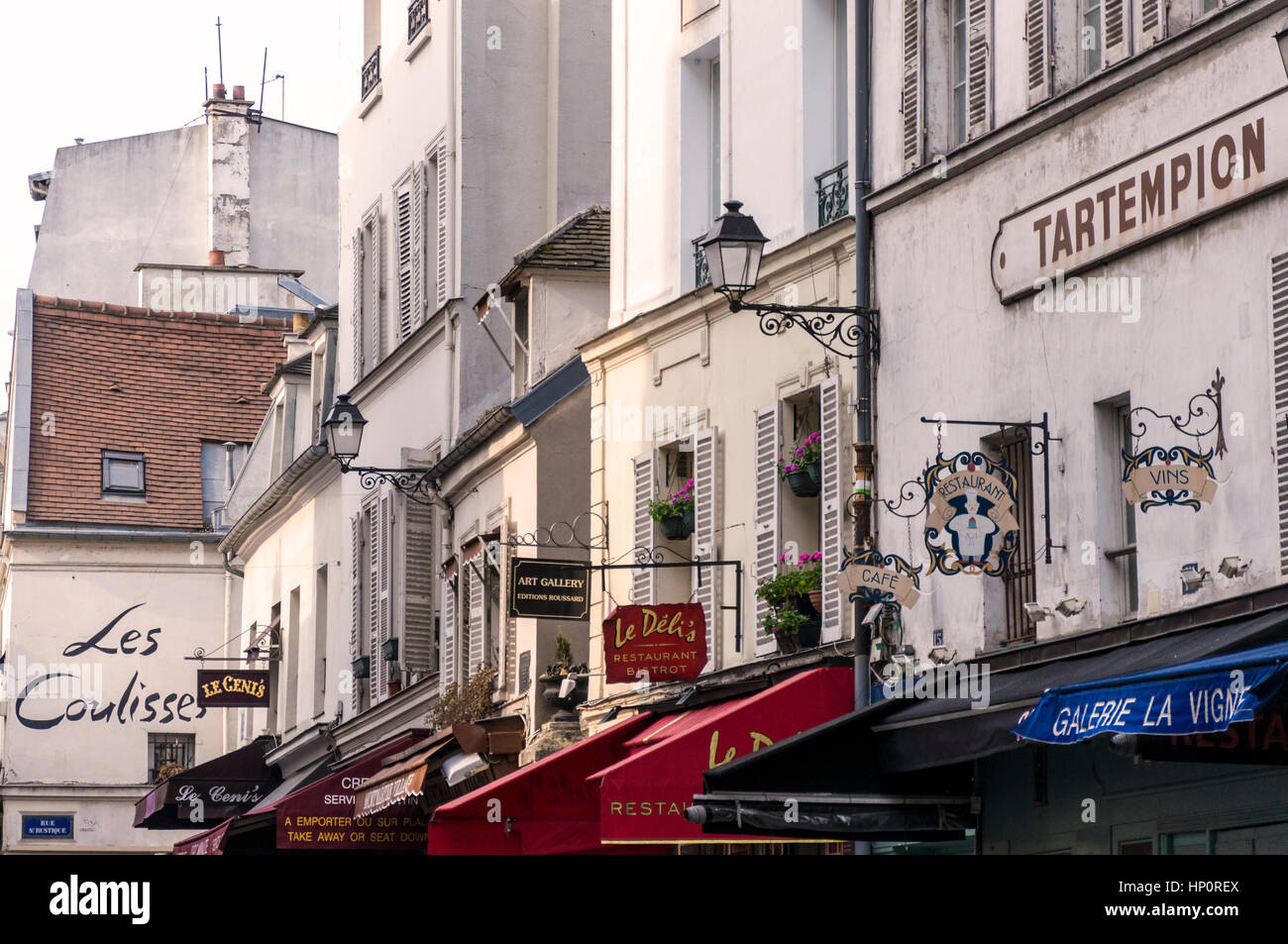 Cafes and bistrot in Place du Tertre, 18th arrondissement Paris, Montmartre, France - Stock Image