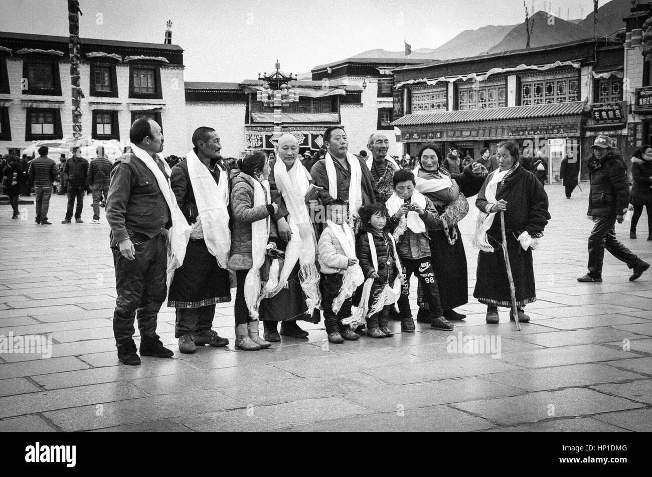 Tibet, Tibet, China. 17th Feb, 2017. Pious Buddhist pilgrims on their pilgrimage in southwest China's Tibet Autonomous Stock Photo