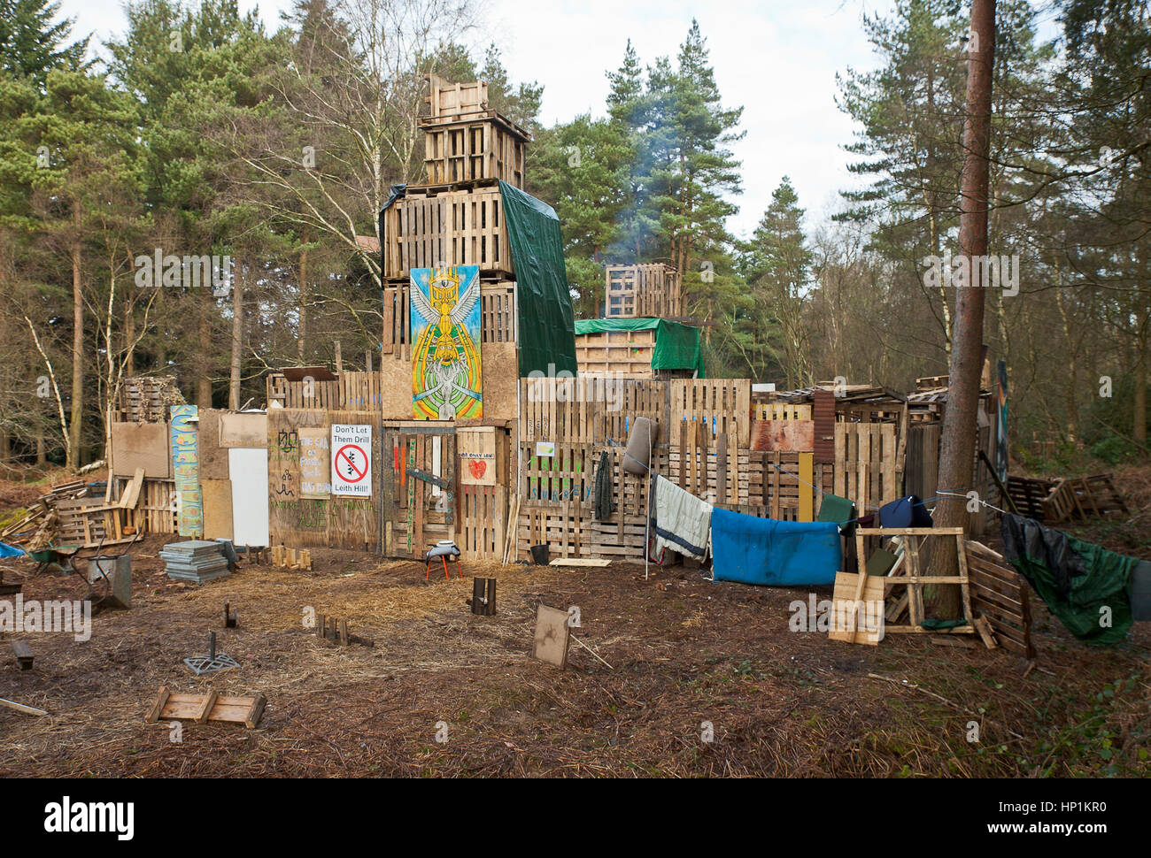 Abinger Forest, near Leith Hill, Coldharbour, Surrey, UK. 17th Feb, 2017. Anti fracking protesters makeshift fort - Stock Image