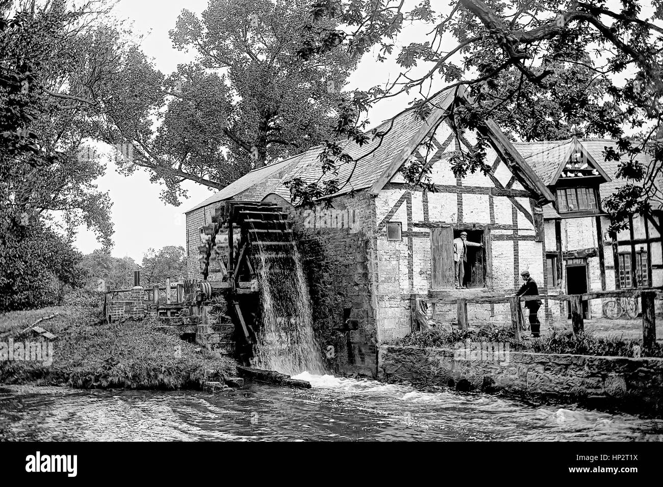 Edwardian watermill at work, miller standing in doorway. Kent, photographed in 1905. The miller is standing in the - Stock Image