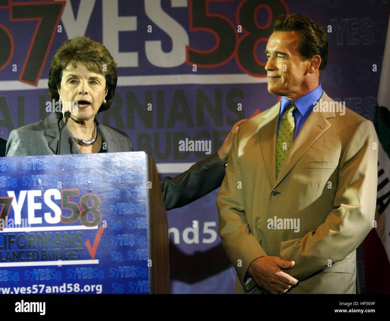 California Gov. Arnold Schwarzenegger, (R), and US Sen. Dianne Feinstein meet at a press conference to endorse California - Stock Image
