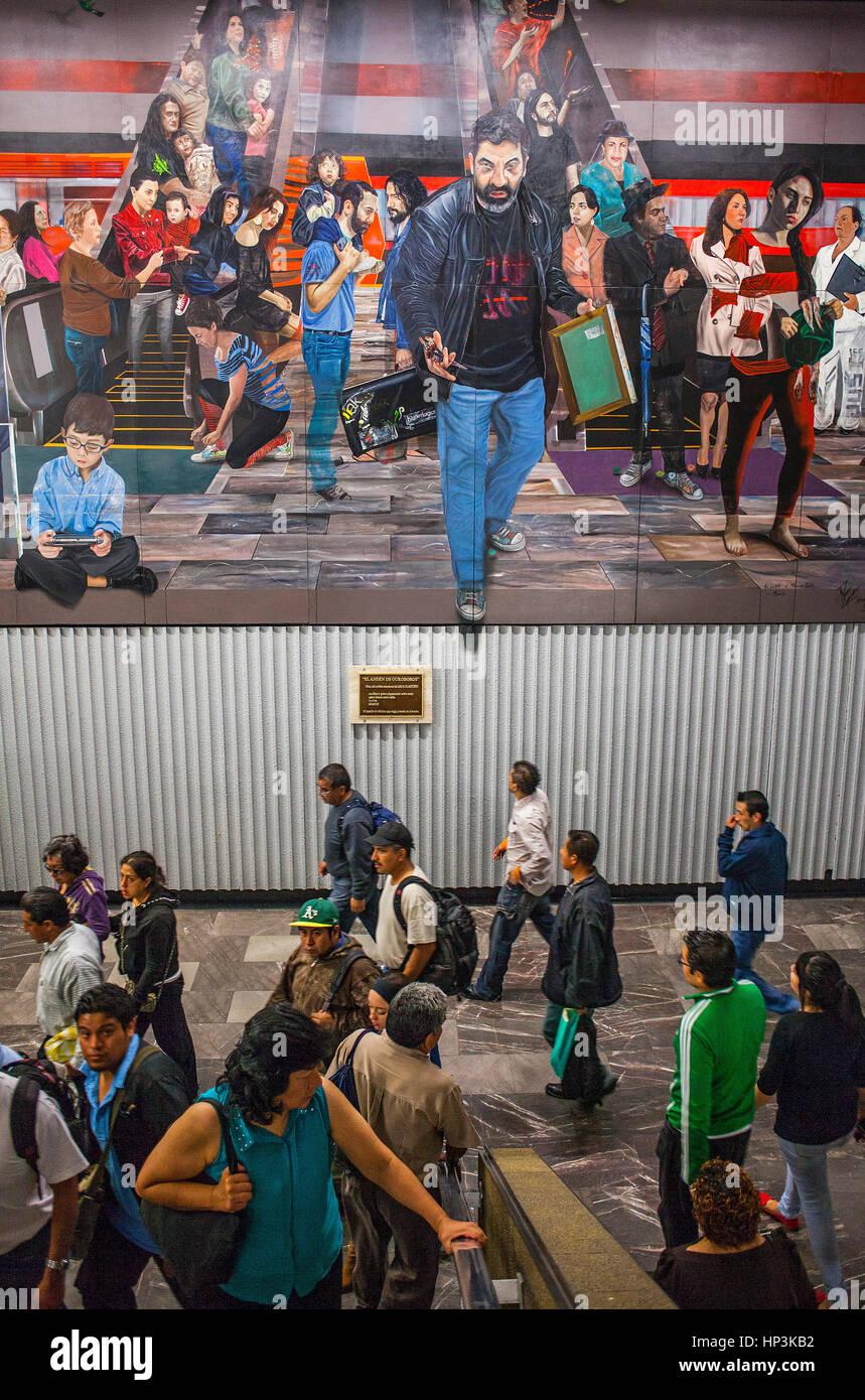 El anden de Ouroboros´ by Marco Zamudio, at metro, Tlatelolco Stock ...