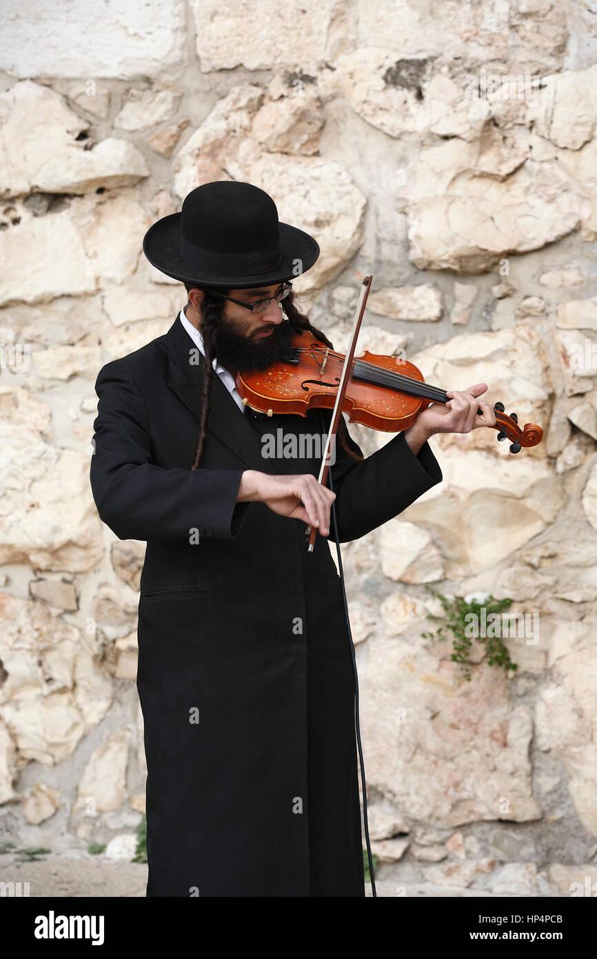 ultra-orthodox jew play violin at jaffa gate, old city, jerusalem, israel - Stock Image