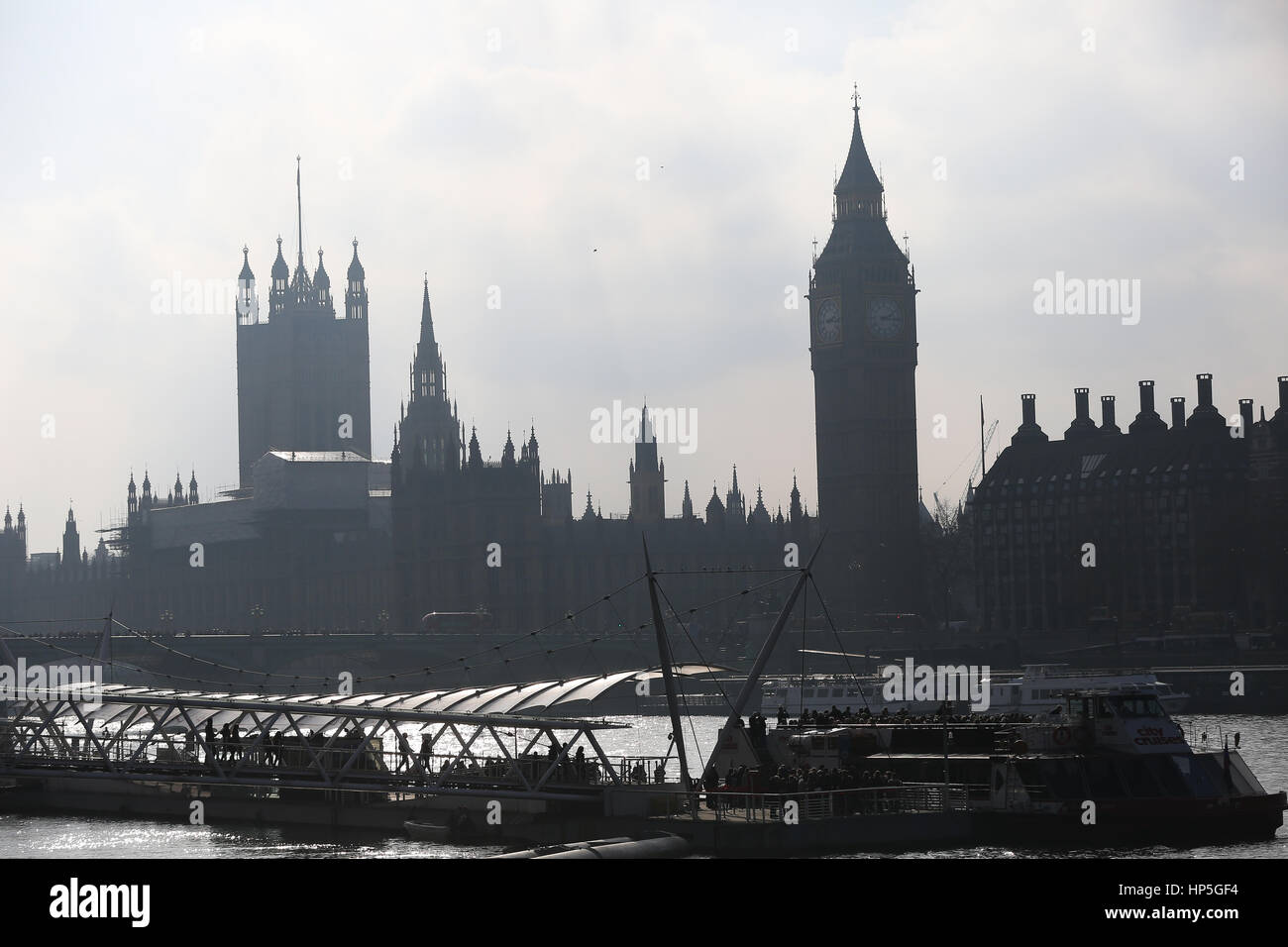 South Bank, London. Uk 18 Feb 2017 - People enjoy the mild temperatures along the South Bank. Credit: Dinendra Haria/Alamy Stock Photo
