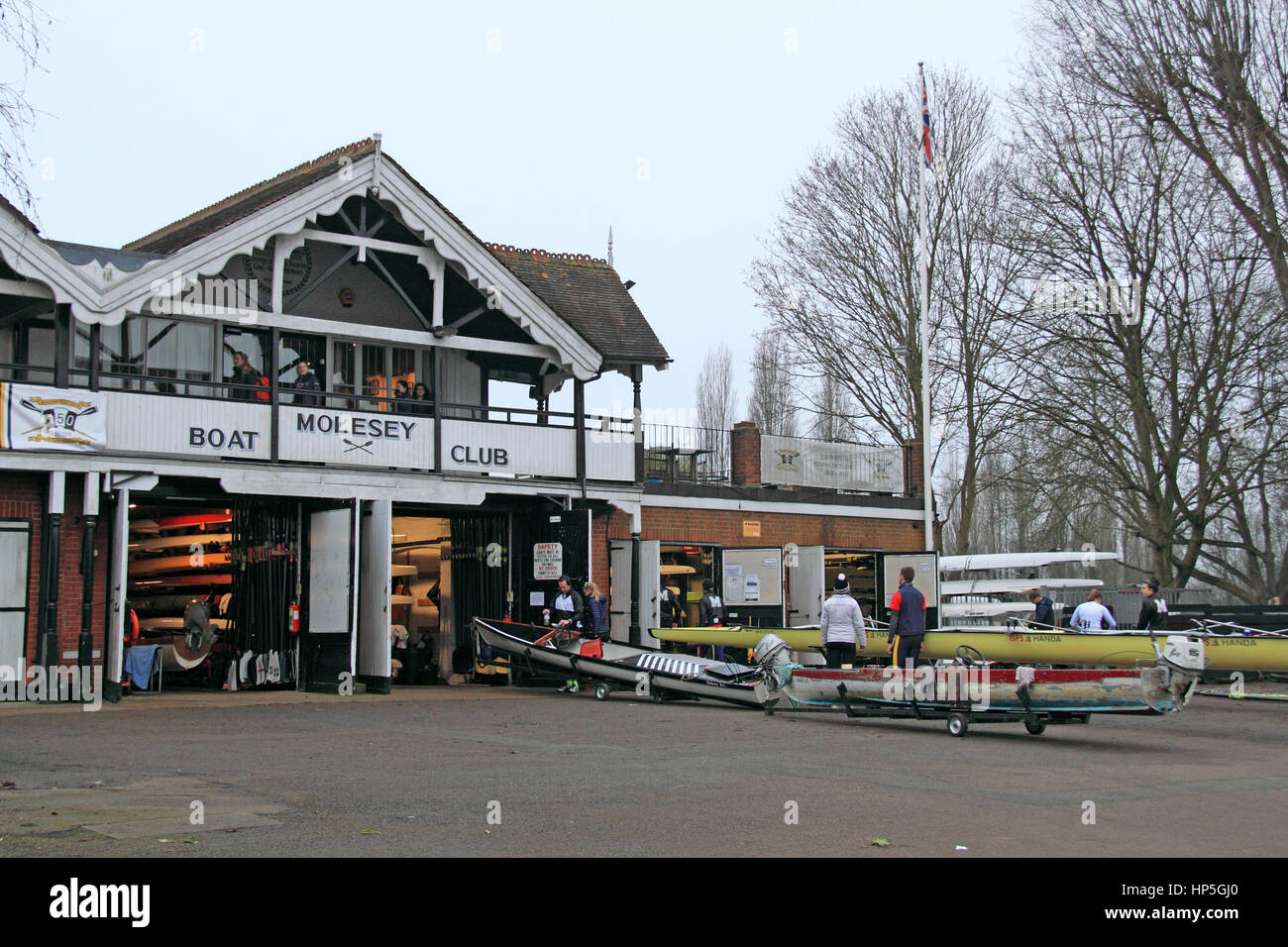 London, UK. 18th February, 2017. Members of Molesey Boat Club prepare for early-morning training, 18 February 2017. Stock Photo