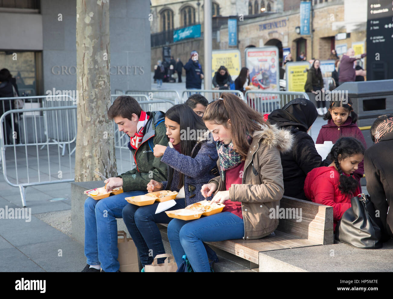 London, UK. 18th February, 2017. People enjoy the warm sunshine in London. © Keith Larby/Alamy Live News - Stock Image