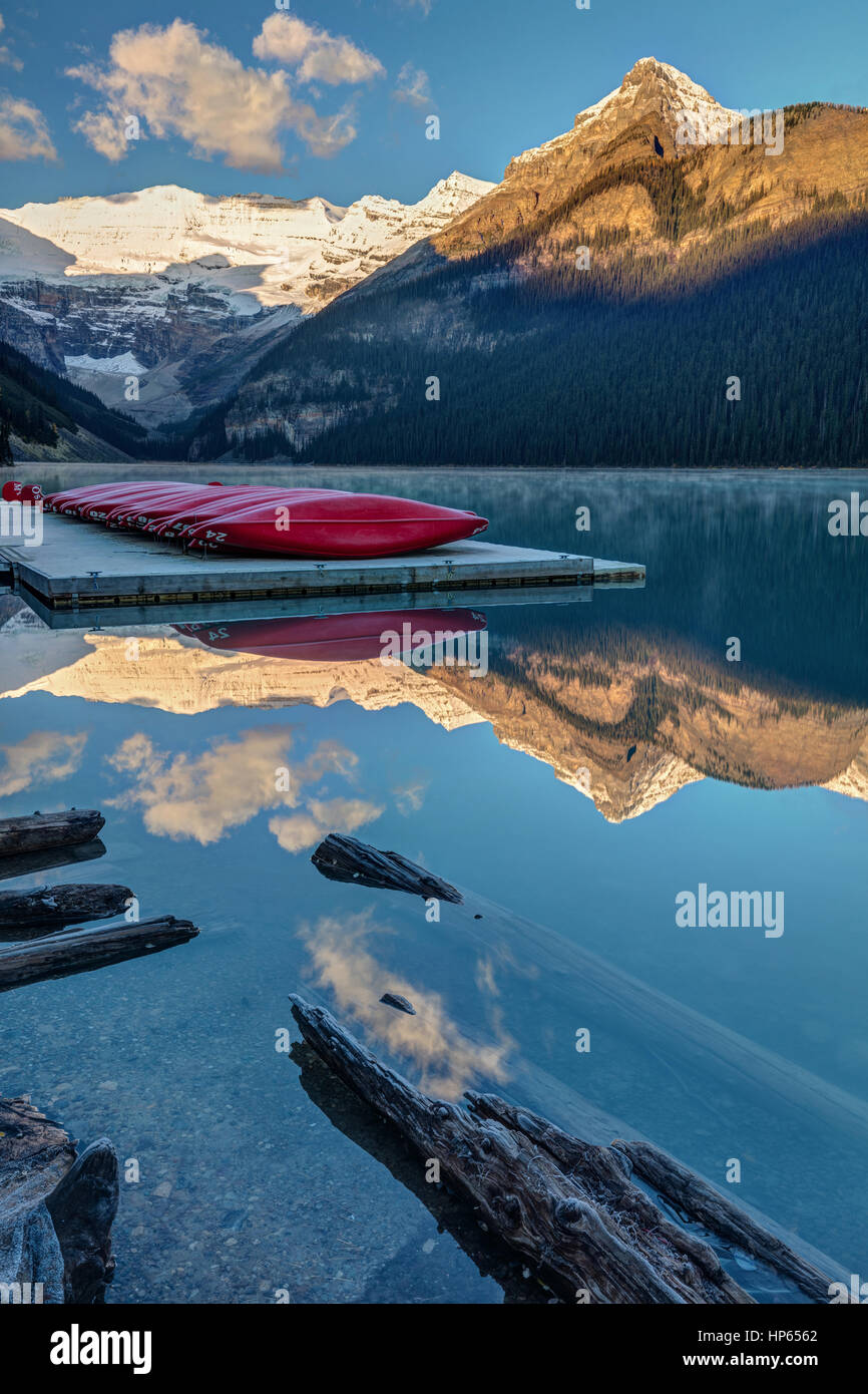 Red canoes on the dock at lake Louise in Banff National Park, Alberta, Canada. - Stock Image